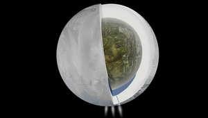 علماء يكتشفون وجود مياه على قمر لزحل