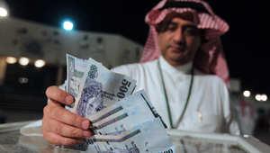 """مفتي السعودية: أموال """"جمعيات الموظفين"""" جائزة وعلى المشاركين دفع الزكاة"""