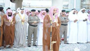 إمام الحرم يتقدم السديس والمصلين بصلاة الاستسقاء: الربا يمحق البركة ويحرمنا من الأمطار