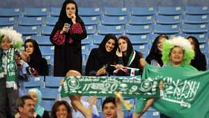 """""""فتاة ملعب الجوهرة"""".. تخفت بملابس الرجال لحضور مباراة بالدوري السعودي"""