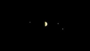 فيديو ناسا لثلاث أقمار تدور حول كوكب المشتري