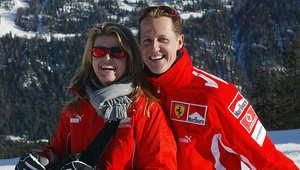 مايكل شوماخر وزوجته كورينا خلال قضائهما إحدى العطل في منتجع إيطالي
