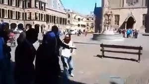 بالفيديو.. الاعتداء على مفتي مصر من قبل سيدة في هولندا