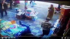 ضربة قاضية من سيدة مغربية لرجل تحرّش بها في سوق شعبي