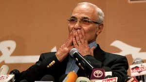 """شفيق يجدد الجدل حول """"تزوير فوز"""" مرسي ويعتبر مشكلة عودته لمصر بالخروج منها"""
