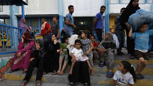 فلسطينيون في مدرسة للأمم المتحدة في غزة بعد ترحيلهم من بيوتهم
