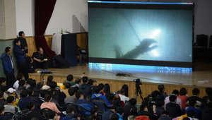 أقارب ضحايا العبارة الكورية يشاهدون صور تحت الماء التقطها الغواصون من السفينة