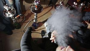مقترح قانون في المغرب يجرّم الشيشة ويعاقب مدخنيها بثلاث سنوات حبسًا