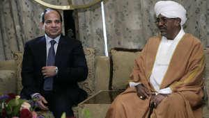 عبد الفتاح السيسي خلال لقائه البشير في الخرطوم