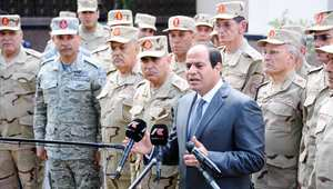 """السيسي لقادة الجيش: مصر لن تتخلى عن أشقائها وحماية """"باب المندب"""" قضية أمن قومي"""