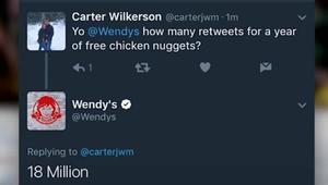 تغريدة تعطي صاحبها عاماً كاملاً من قطع الدجاج المجانية!