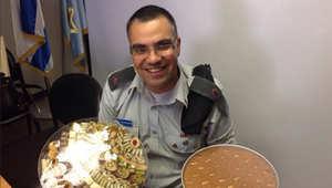 ضجة بعد نشر المتحدث باسم الجيش الإسرائيلي لصور مائدة طعام عربية حضرتها مجندة من أصول مصرية
