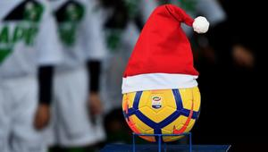 هكذا احتفلت الجماهير الإنجليزية بعيد الميلاد من المدرجات
