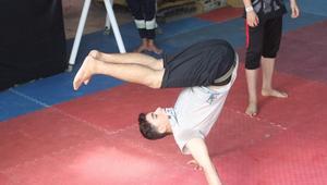 """فريق """"3run Gaza"""".. شباب من غزة يحلقون فوق الجدران برياضة """"باركور"""""""