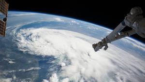 الجزائر تطلق ثلاثة أقمار اصطناعية من منصة فضائية بالهند
