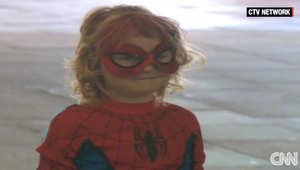 """ليوم واحد فقط.. طفلة مصابة بالسرطان تصبح """"مابل العنكبوت"""""""