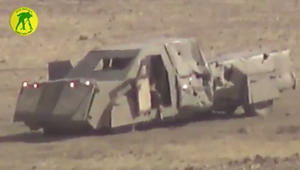 الحشد ينشر فيديو لشرطي عراقي يستهدف عجلة مفخخة بالموصل