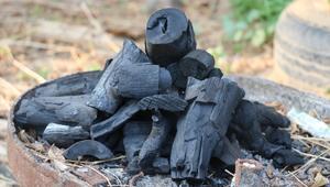 مهندس فلسطيني ينتج الفحم الحيوي بطريقة
