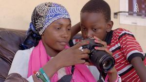 لاجئة صومالية تروي قصة حياتها بعدسة الكاميرا