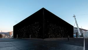 هذا المبنى الأكثر سواداً على وجه الأرض!