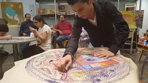 الأردن : تعليم المكفوفين الرسم للخروج من العالم المعتم