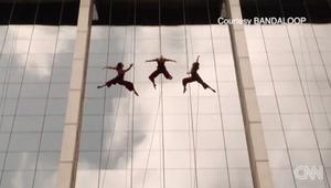"""بالفيديو: فن الرقص في الهواء """"تحدي"""" جريء من نوعه"""