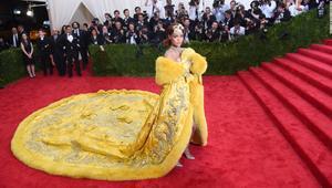 تعرف إلى مصممة فستان ريانا الأكثر إثارة للجدل