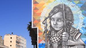 بلال خالد فنان غرافيتي يحيي الأحرف العربية بشكل جمالي