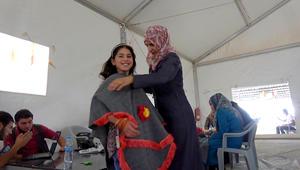 اللاجئات في مخيم الزعتري يتحولن لعارضات أزياء