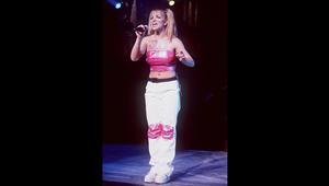 كيف ارتدت بريتني سبيرز أزياء التسعينيات؟