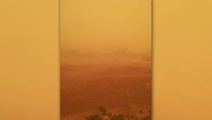 أبوظبي تحت تأثير العاصفة الرملية