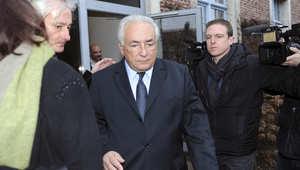 """محكمة فرنسية تبرئ ستراوس كان من تهمة """"القوادة"""" بحفلات للجنس الجماعي"""