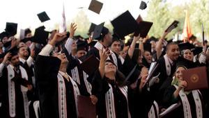 الجزائر تضاعف المنح المقدمة للطلبة الفلسطينين وتمدّد فترة تسجيل القادمين من غزة