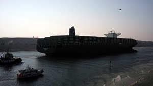 """مصر تكشف عن حفر """"قناة جديدة"""" لمضاعفة السفن العابرة بقناة السويس"""