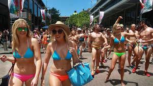 مشاركون في كرنفال سنوي خيري بشوارع مدينة سيدني الأسترالية