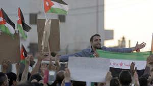 سوريون بالأردن يحتفلون بقرار المملكة طرد السفير السوري