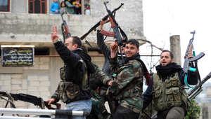 صورة أرشيفية لعدد من مقاتلي المعارضة السورية في إدلب