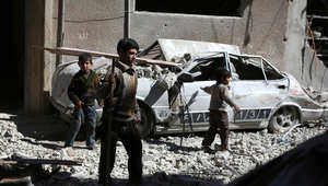 """سوريا.. 94 قتيلاً بينهم 20 طفلاً و16 سيدة في قصف بـ""""براميل متفجرة"""" لطائرات الأسد"""