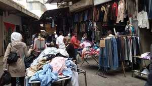 """سوق """"البالة"""" في دمشق.. ملاذ الفقراء في الأعياد ومهجري الحرب والباحثين عن الجودة"""