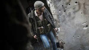مقاتل من الثوار في دير الزور (أرشيف)