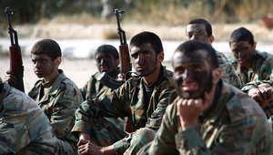 شباب سوريون يتلقون تدريبا قبل إرسالهم إلى جبهات القتال الأمامية