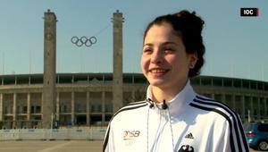 بالفيديو: اللاجئة السورية يسرى مارديني تتغلب على مأساة الحرب وتسعى لتحقيق حلمها في أولمبياد السباحة
