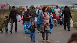 آلاف المهاجرين يدخلون النمسا عبر الحدود مع المجر