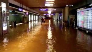 بالفيديو: عواصف ممطرة تغرق مطار تايوان