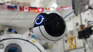 شاهد.. طائرة بدون طيار داخل محطة الفضاء الدولية