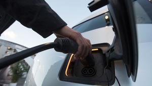 متى تسيطر السيارات الهجينة والإلكترونية على السوق؟