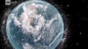 شاهد.. علماء يبتكرون جهازا لتنظيف النفايات الفضائية