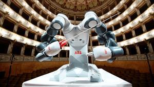 قائد هذه الأوركسترا المشهورة هو.. روبوت!