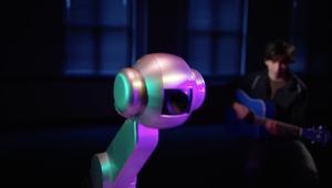 روبوت يؤلف موسيقاه الخاصة.. هل يتفوق على البشر؟