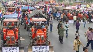 تايلند ..رئيسة الوزراء تحتوي مسيرة الجرارات وتنفي تهم الفساد